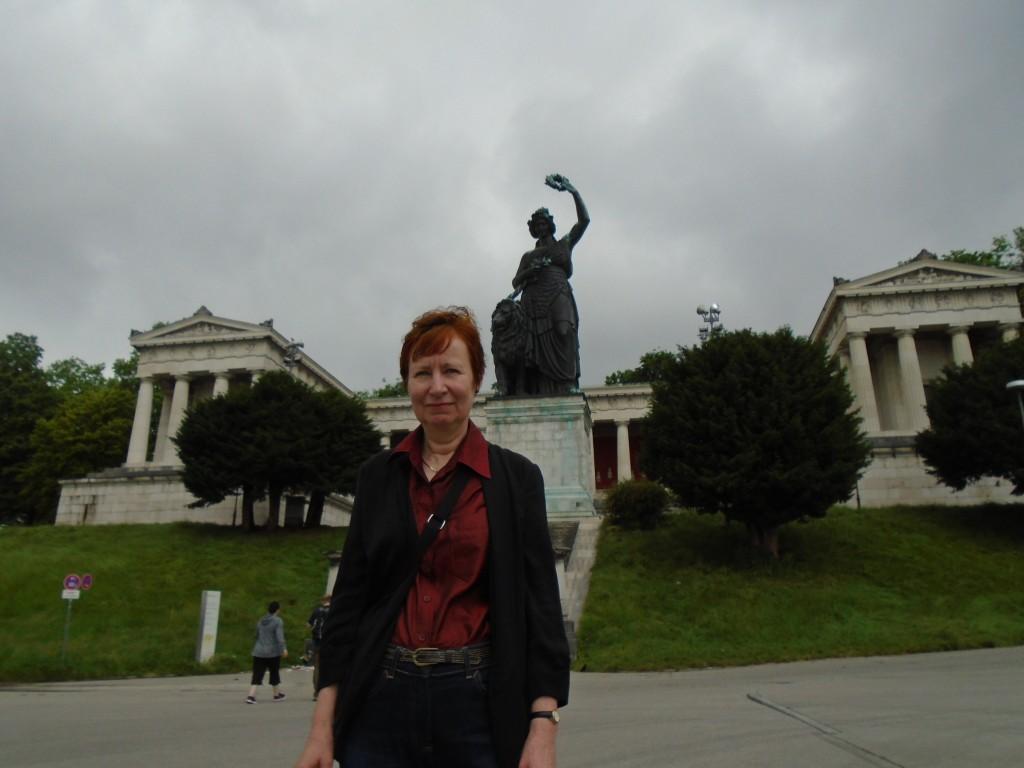 Teresiensweise statue